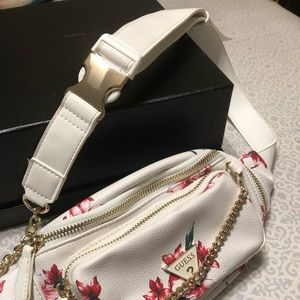 New Guess Fanny White Floral Bag Gold Chain